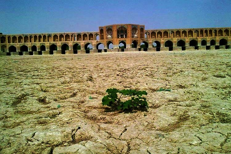 Dried_out_Zayandehrud_in_Isfahan