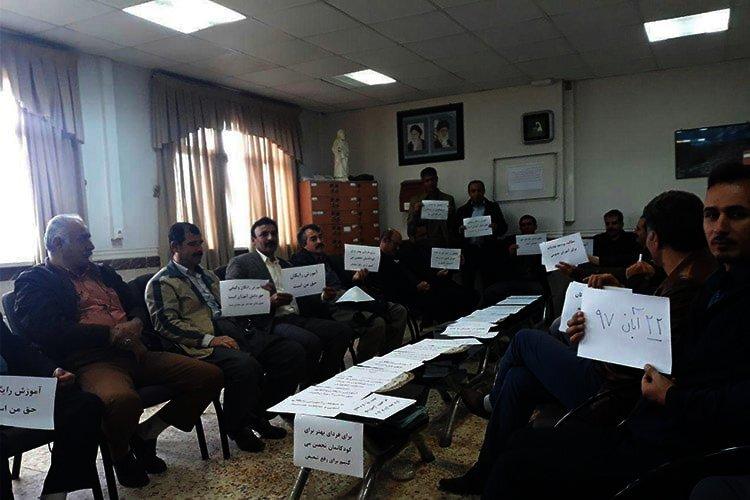 Iranians teachers strike