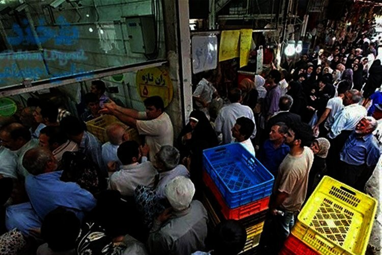 Long lines for frozen meat in Iran